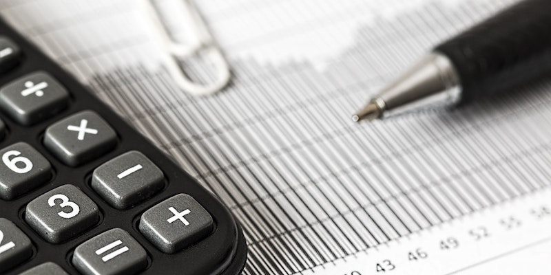 calculating-costs-saved-through-contract-tracking-software